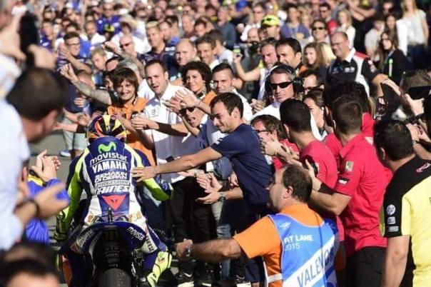 Usai Moto GP Valencia 2015, Valentino Rossi disambut lebih antusias.