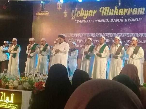 Pesantren Salafiyah Syafiiyah Sukorejo merayakan malam Tahun Baru Islam dengan pawai dan bersholawat